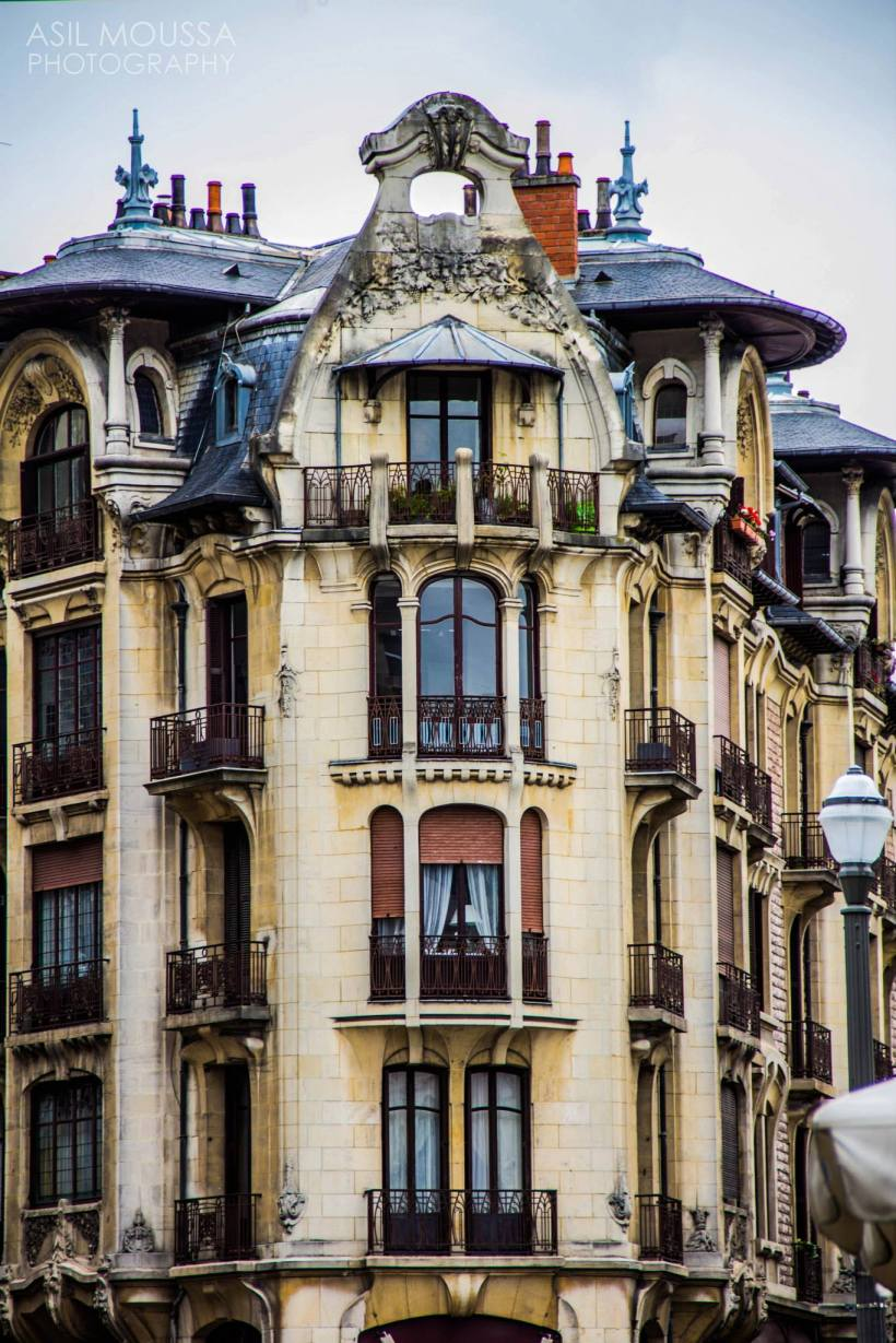 Ancient. Elegant. Windows. — in Dijon, Bourgogne, France.